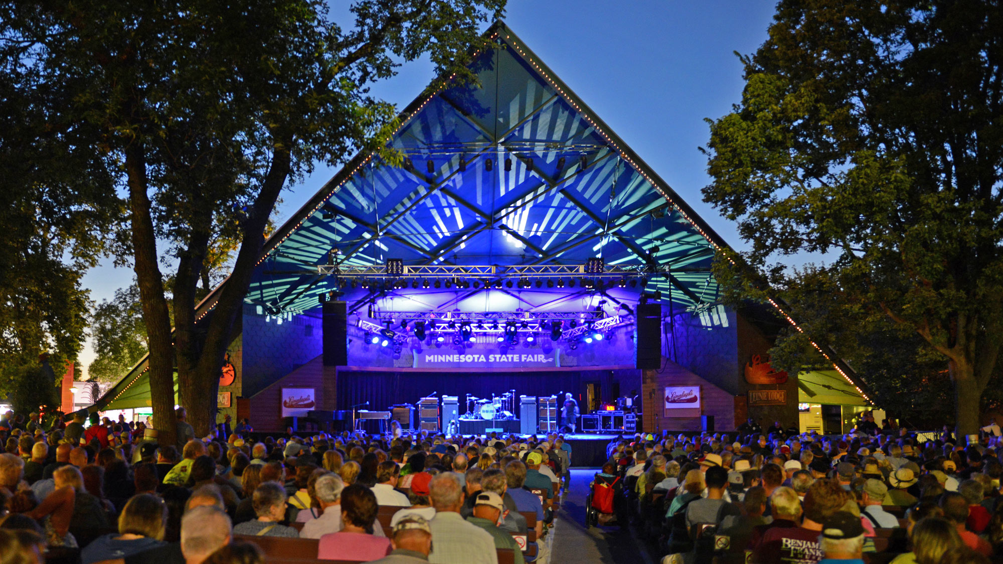Leinie Lodge Bandshell Stage
